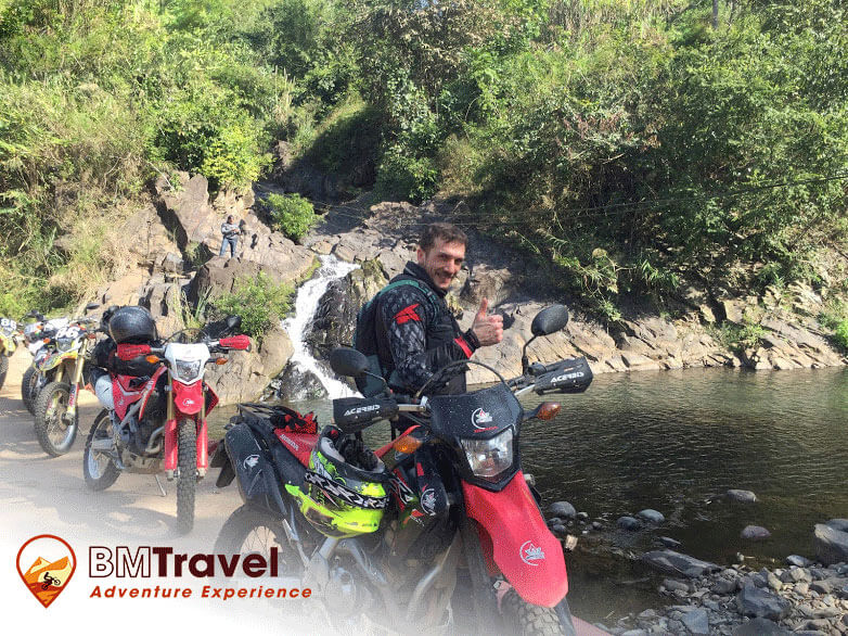 best-6-days-adventure-northwest-vietnam-day-1