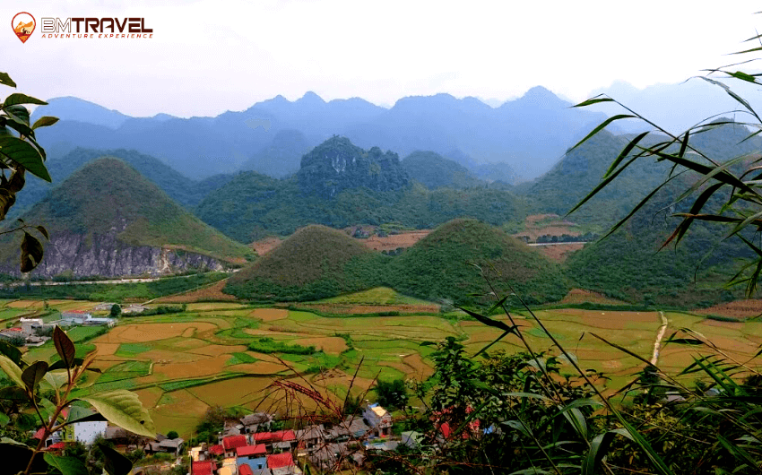 Contemplate Quan Ba Twin Mountains on the way from Ha Giang to Cao Bang