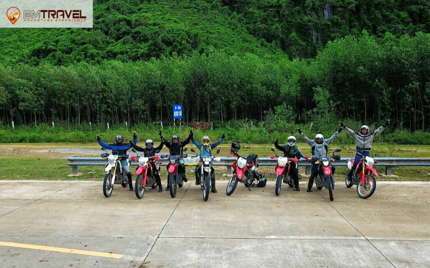 Routes from Hanoi to Saigon through Ho Chi Minh Trail