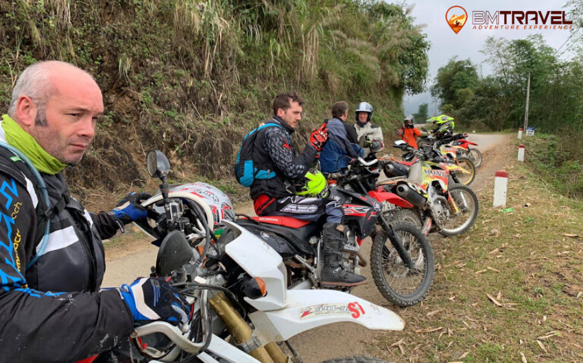 Tu Le - La Pan Tan - Mam Xoi Hill - an awsome Northwest Vietnam motorbike route